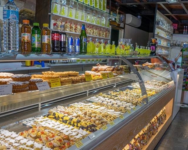 Commercio: Coldiretti, nel 2015 calano solo le botteghe alimentari