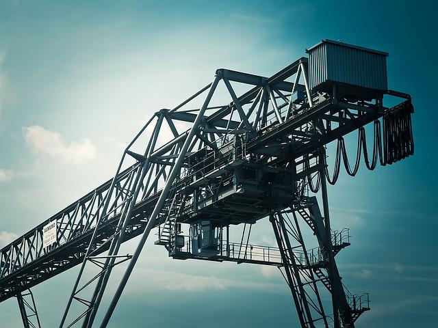 Italia, sale la produzione industriale