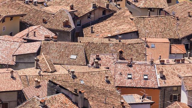 Scendono i prezzi delle abitazioni
