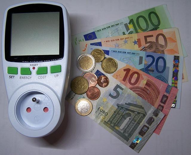 Indice costo energia Confcommercio: per le imprese del terziario cala la bolletta elettrica (-7,2%) e del gas (-13,3%)