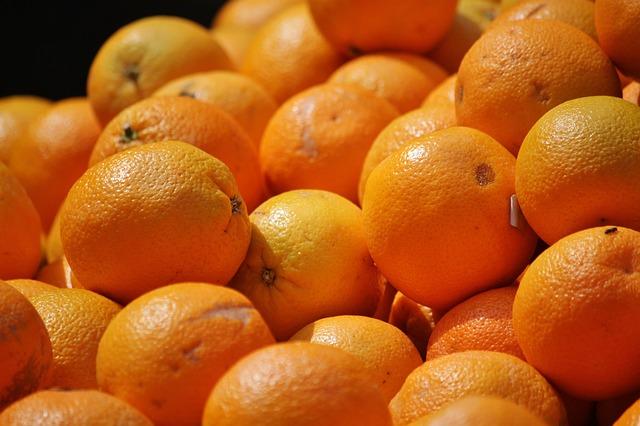 Inflazione: Coldiretti, giù i prezzi da -54% per le arance a -34% per il latte. È crisi