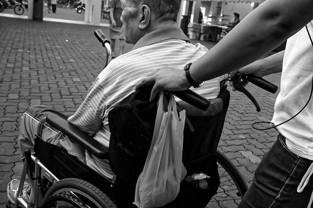Sanità, indagine Swg-Confesercenti: «3 over 60 su 10 devono rinunciare alle cure»