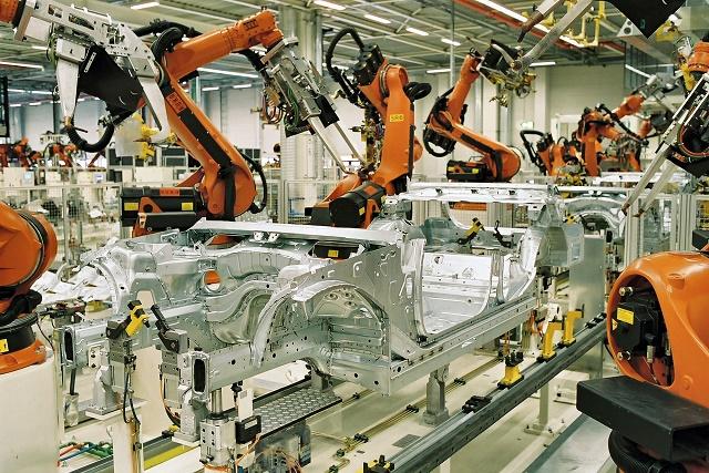 Attività industriale in calo a giugno: -0,2% su maggio
