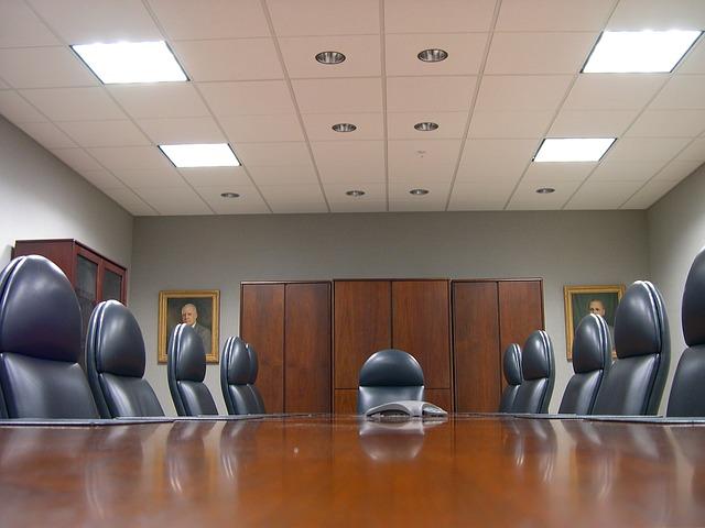 Grandi imprese: poche donne top manager e controllo familiare