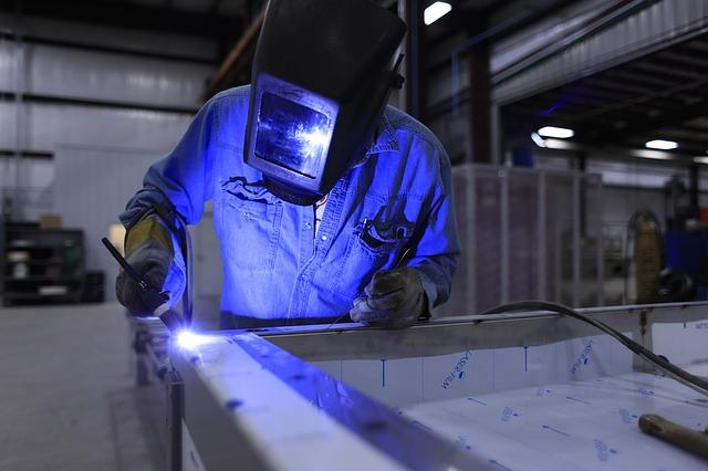 Nonostante la grande disparità tra la Germania e la Francia cresce al valore più alto in sei mesi il settore manifatturiero dell'eurozona