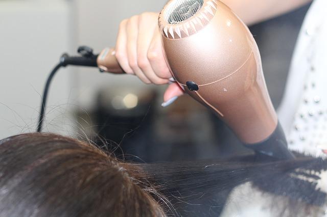 hairdressing-1516345_640