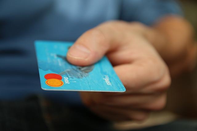 Si rafforza la crescita del numero di pagamenti elettronici in Italia: +10,3% nel 2015