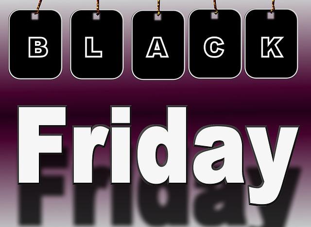Black Friday, fenomeno web invade anche il commercio reale: offerte in un negozio su quattro