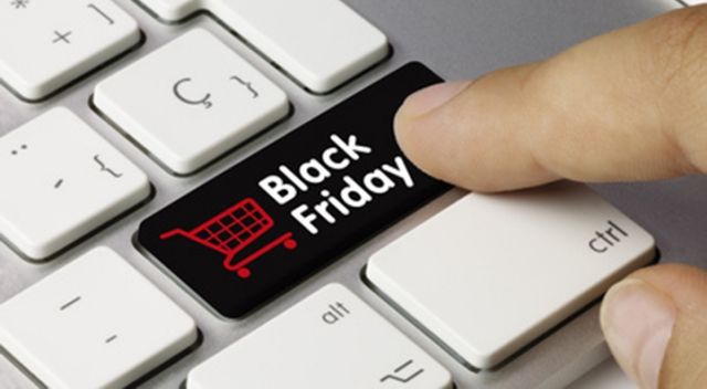 Un Black Friday da record. E anche Trump vende gadget scontati