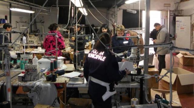 Il «modello Prato» contro contraffazione e irregolarità sul lavoro