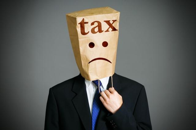 Paghiamo quasi 950 euro di tasse in più all'anno rispetto agli europei