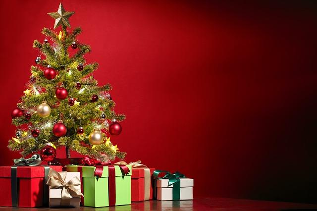 """Natale 2016: invariata la spesa destinata ai regali, ma si """"tagliano"""" quelli per amici e parenti"""