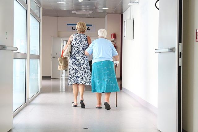 Italia al 17° posto in Ue a 28 per spesa per giovani e famiglie. Per 1 euro speso per famiglie e giovani si spendono 11,34 euro per pensioni e sanità per anziani
