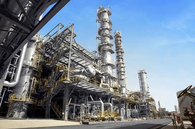 Arretra l'attività industriale in novembre: -0,4% dopo +0,7% in ottobre