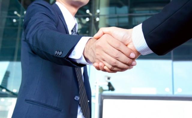 Ai fini dell'imposta di registro lo «share deal» può essere riqualificabile come cessione di azienda