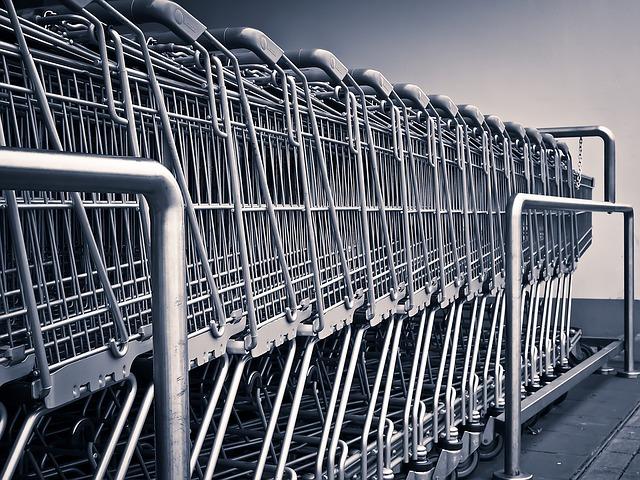 """Confcommercio: torna la """"calma piatta"""" sui consumi"""