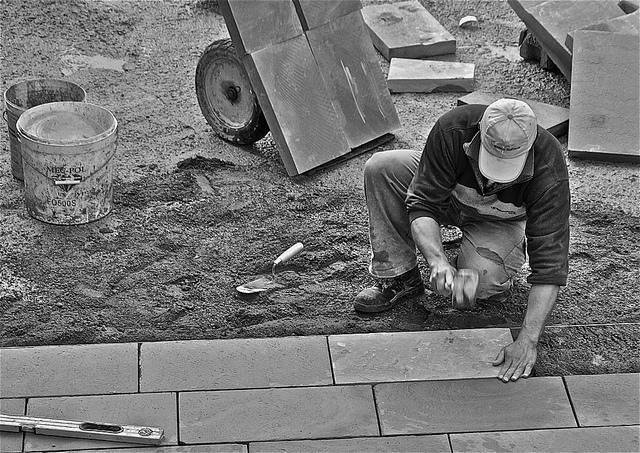 Lavoro: crescono i contratti a tempo determinato, diminuiscono i posti stabili