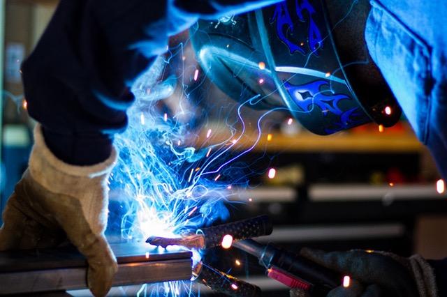Il PMI manifatturiero italiano raggiunge a febbraio il valore più alto in 14 mesi