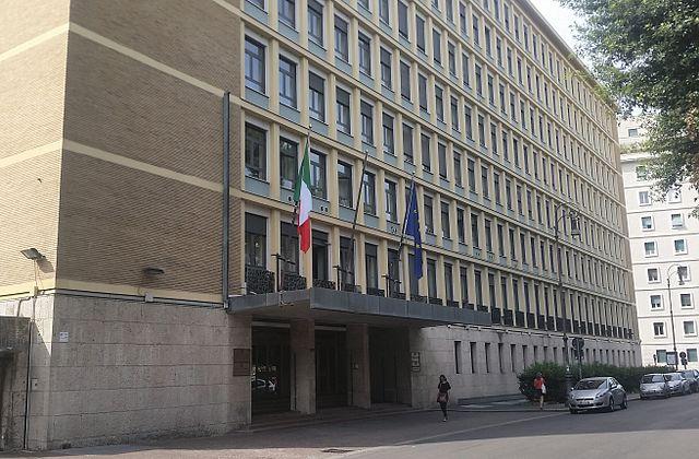 Corte dei Conti: cuneo fiscale italiano 10 punti oltre la media Ue