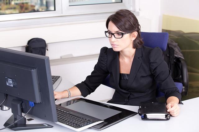 Con il jobs act boom di impiegati, segretarie, cuochi, camerieri, baristi e agenti assicurativi-finanziari