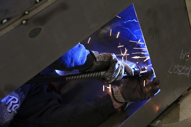 Centro Studi Confindustria: la produzione industriale cala dello 0,4% in marzo