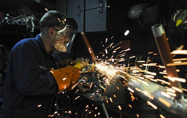 Prometeia: la manifattura italiana si riprende, ma il ritmo della ripresa è ancora lento