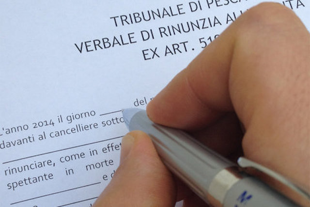 Dichiarazione di successione e rinuncia all'eredità: presupposti per trasmissione dei debiti tributari
