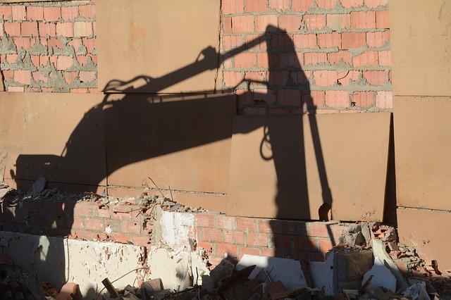 Abusi edilizi: sequestro e illegittimità dell'ordine di demolizione