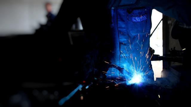 Produzione industriale in calo ad aprile su marzo