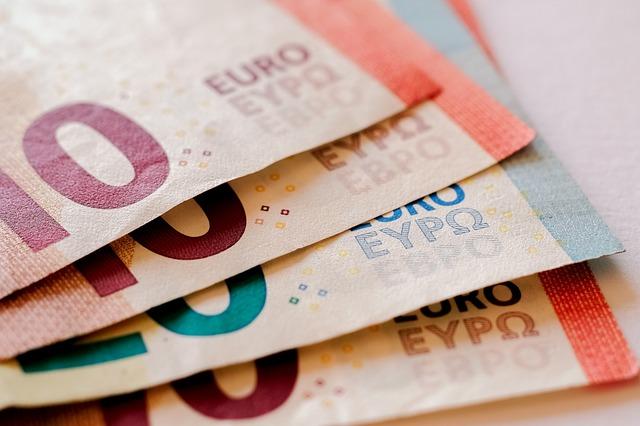 Nel I semestre 2017 è cresciuto del 4,1% il numero di italiani con almeno un contratto di credito attivo (pari al 35,4% del totale). L'importo medio delle rate rimborsate ogni mese si assesta a 356 €
