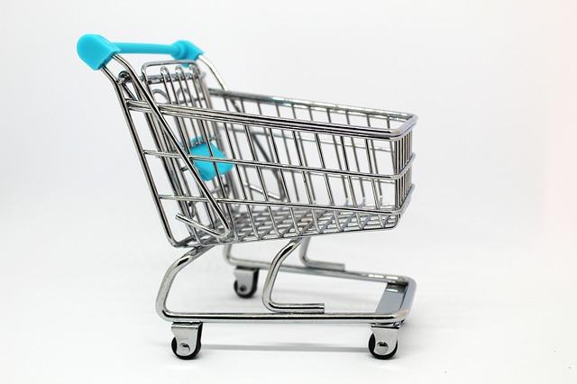 Consumi, la crescita del potere d'acquisto si ferma. E le famiglie tornano a intaccare i risparmi