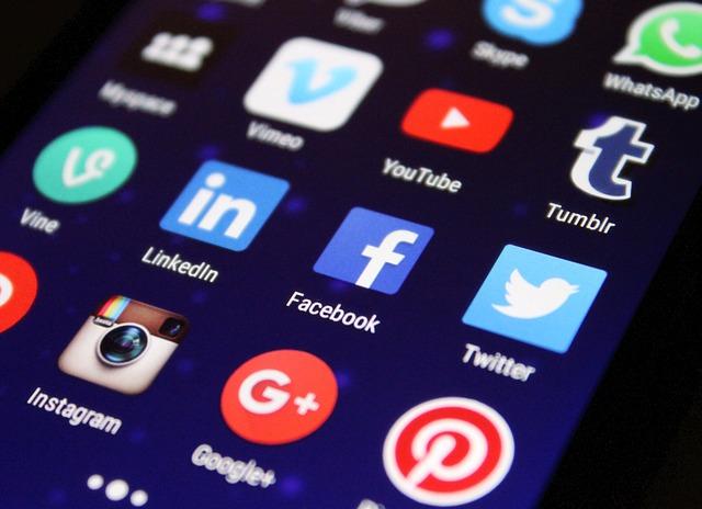Social Media: gli italiani preferiscono Facebook e WhatsApp