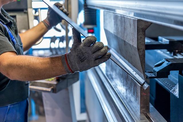 Markit PMI: a marzo crescita più lenta in otto mesi per il settore manifatturiero italiano