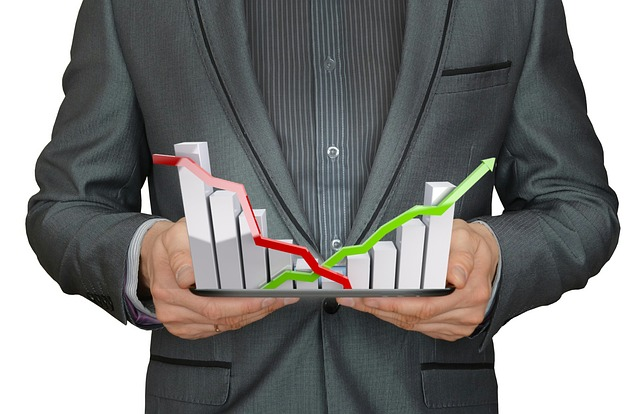Crescita degli investimenti sostenuta tutta dalle imprese private (+6,9%) mentre prosegue il calo degli investimenti pubblici (-5,6%). Nelle Costruzioni il gap vale 120 mila posti di lavoro nel settore