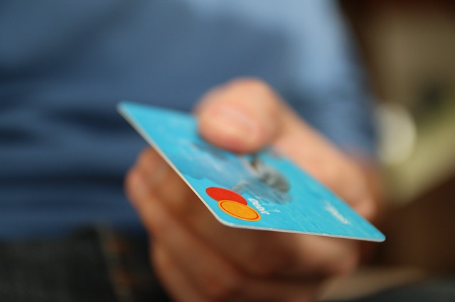 Pagamenti elettronici, 4 su 10 anche per meno di 5 euro