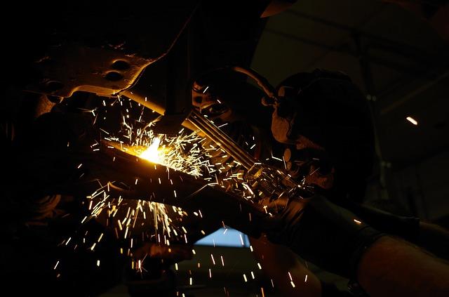 Nuovo rallentamento della crescita del settore manifatturiero italiano