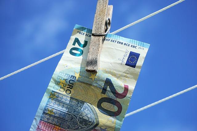 Riciclaggio: Unimpresa, dall'Italia in fuga 35 miliardi di dollari l'anno