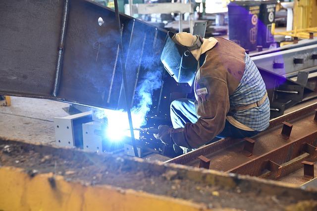 Markit PMI: si indebolisce ulteriormente a maggio la crescita del settore manifatturiero italiano