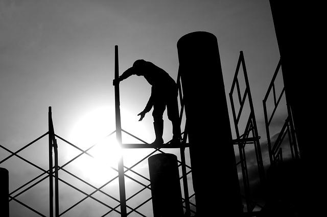 """CGIA: in italia ci sono 3,3 milioni di """"lavoratori invisibili"""" che sottraggono al fisco 42,6 miliardi di euro. Ripristinare i voucher per contenere il fenomeno"""