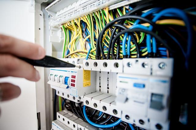 Lavori elettrici in bassa tensione, nuova pubblicazione Inail