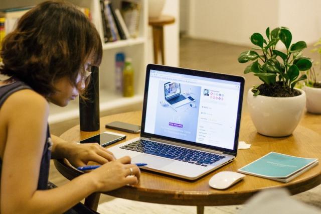 Generazioni a confronto: lo smart working unisce baby boomers e millennials