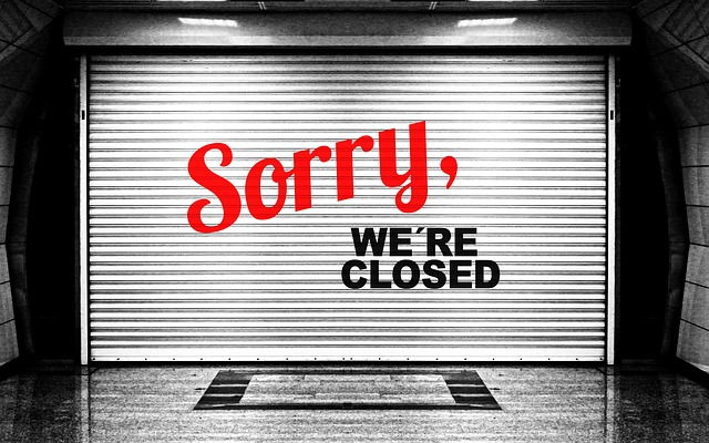 Istat: in 10 anni spariti 100mila negozi