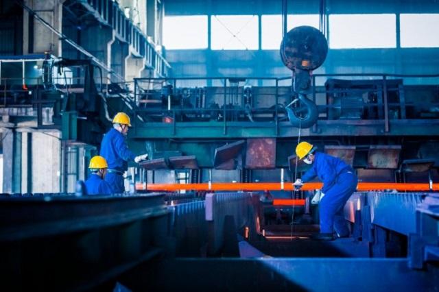 Industria: a settembre fatturato stabile, ordinativi in calo