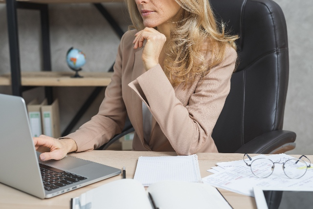 Il lavoro? Per le donne deve portare più reddito e più sicurezza. Ma nell'accesso al credito sono trattate peggio degli uomini