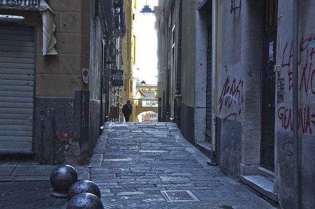 Genova, bando per l'insediamento di micro e piccole imprese nel centro storico