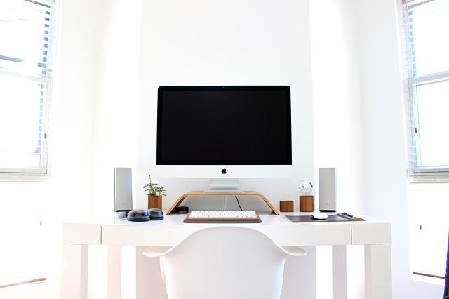 La postazione di lavoro secondo PFU: come l'ordine migliora la produttività