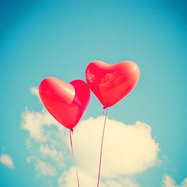 """San Valentino in ufficio, secondo gli esperti le """"office romances"""" migliorano la produttività: ecco il decalogo per gestirle al meglio"""