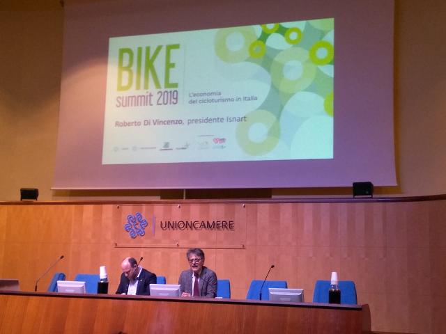 Economia del cicloturismo in Italia: presentati i risultati del rapporto Isnart-Unioncamere e Legambiente