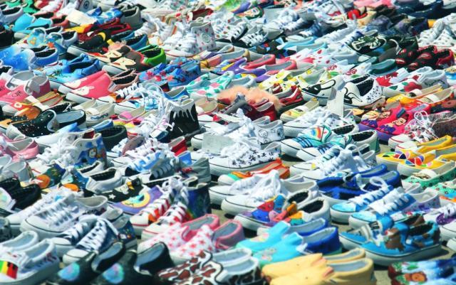 Contraffazione: a Caserta le imitazioni di griffe di abbigliamento e calzature costituiscono il 61% del mercato del falso