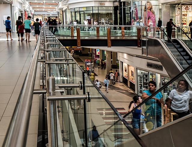 CGIA: le famiglie spendono meno, ma preferiscono i centri commerciali ai piccoli negozi